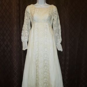 70s Alfred Angelo Edythe Vincent ivory gown.